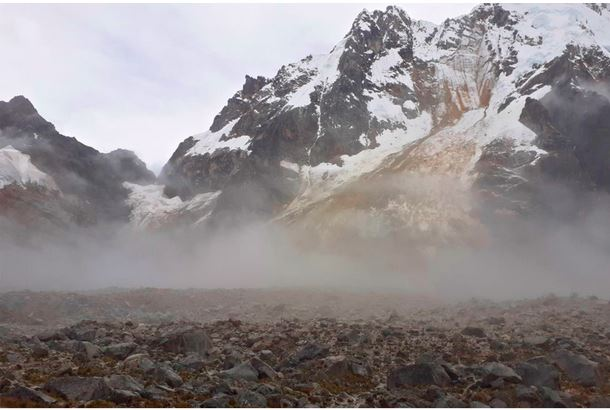 Massive glacier collapse and catastrophic mudflow in Peru